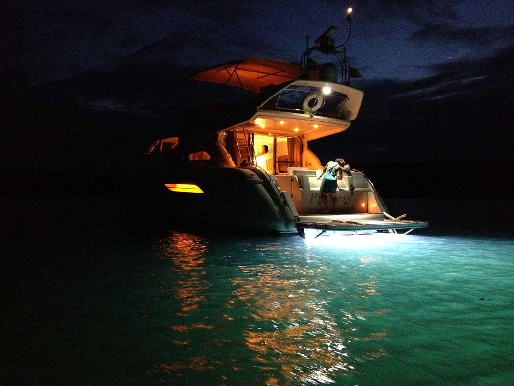 underwater led boat lights underwater lights marine. Black Bedroom Furniture Sets. Home Design Ideas